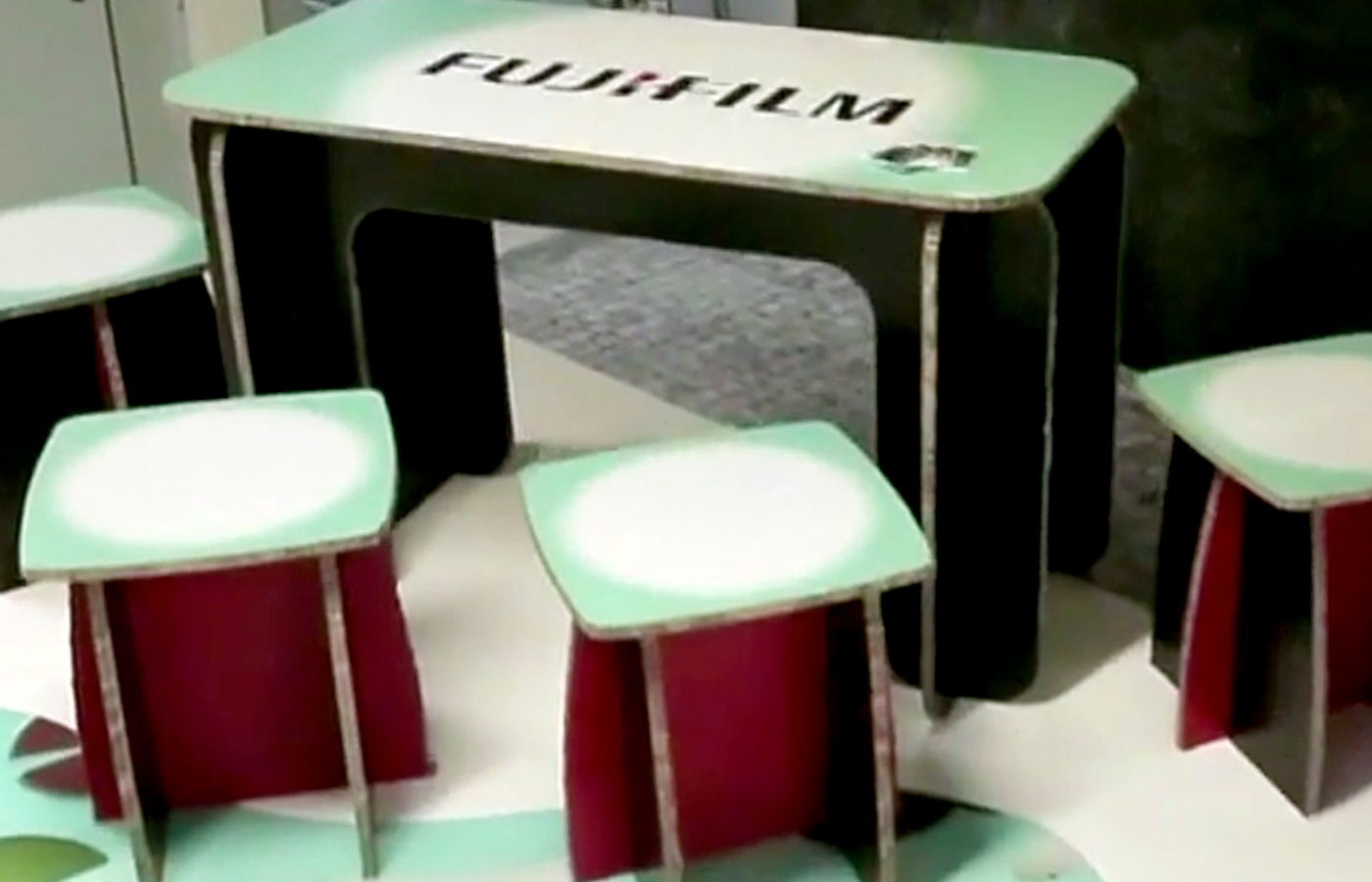 application-rigid-board-table-1400-x-900.jpg