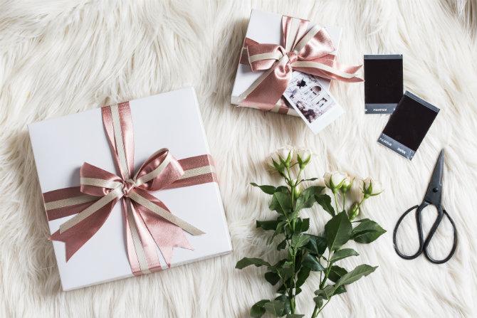 instax gift box.jpg